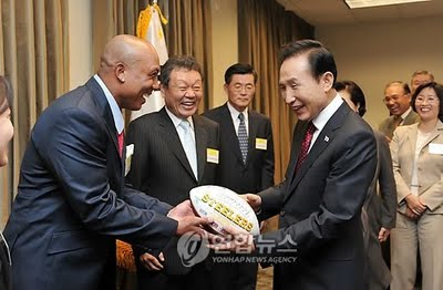 South Korean President Lee Myung-bak accepts an autographed football from Steelers wide receiver Hines Ward.